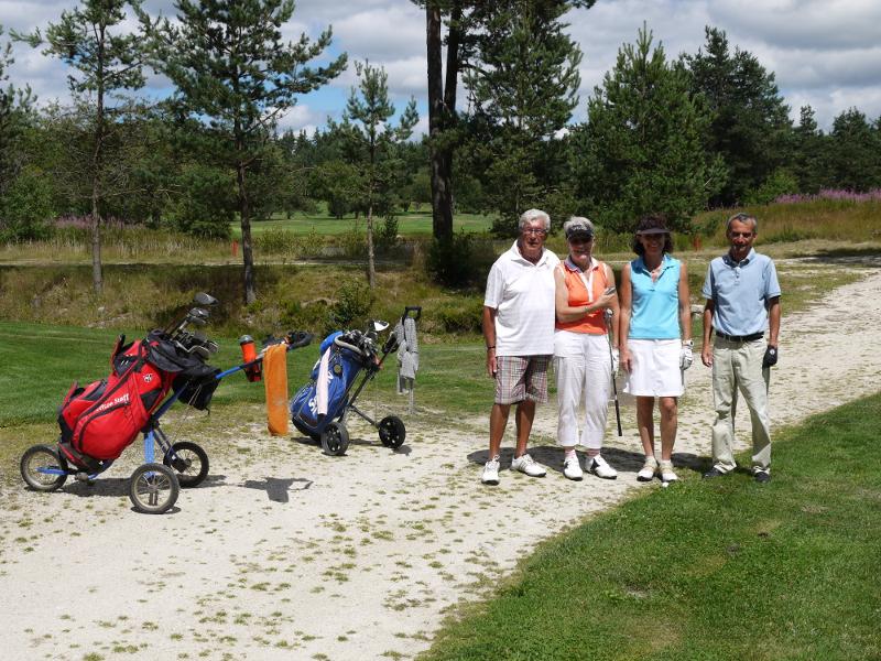un groupe de golfeurs bien sympathique merci à eux